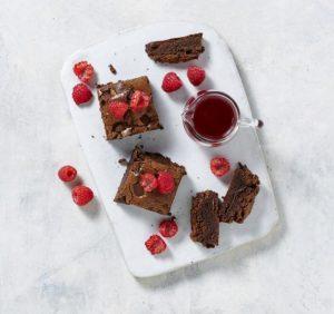 Chocolate-Brownies-With-Raspberry-Sauce_thumb-smallX2